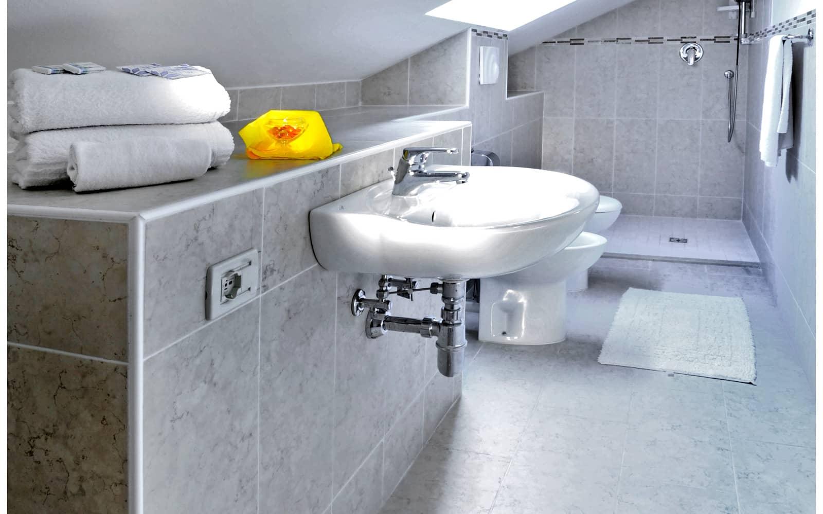 Bagno della camera mansardata