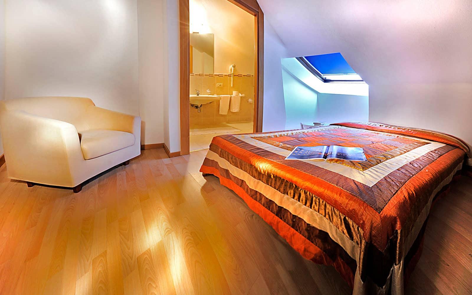 Camera mansardata con aria condizionata a Lignano