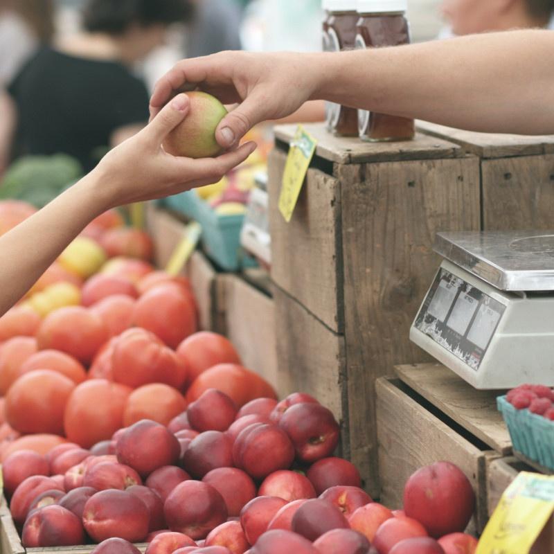 Mercato settimanale a Lignano Pineta
